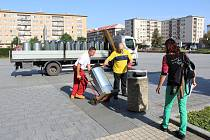 Staré odpadkové koše v centru Havířova nahrazují nové z nerezu.