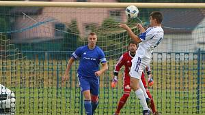 Jan Urban (v bílém) patří k nejzkušenějším hráčům Petrovic.