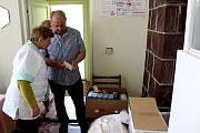 ADRA pomáhá dětem a rodinám v Mukačevu a okolí. Předání materiálu praktické lékařce.