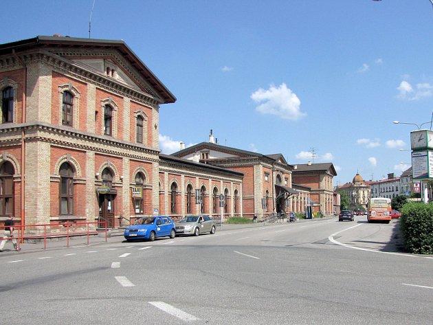 Pohled na vlakové nádraží v květnu 2012.