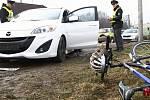 Při nehodě byl osobním automobilem sražen cyklista.