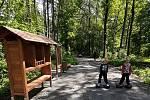 Obec dokončila první část obnovy chátrajícího prostor, kde bývalo koupaliště,  nechala obnovit rybník a zrekonstruovala cestu vedoucí Waroschovým lesem.