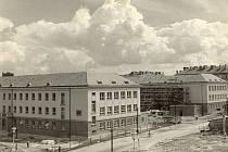 Snímky z archivu Gymnázia Komenského v Havířově, které si připomíná 50 let fungování.