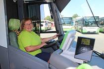 Jolanta Kocurek za volantem autobusu karvinské MHD.