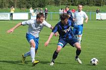 Havířovští fotbalisté (v bílém) bojovali o body ve Slavičíně.