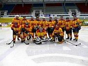 Na ledě havířovského zimního stadionu se vsobotu utkaly hornické celky. Na snímku tým Dolu ČSM.