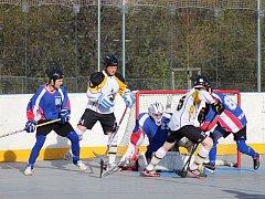 Hokejbalisté získali další cenný bod, tentokrát v Hradci Králové.