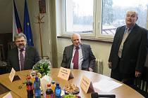 Setkání s exprezidentem Václavem Klausem na radnici v Šenově.