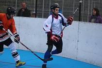 Hokejbalisté Karviné drží po výhře nad Brnem první příčku tabulky.