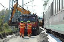 Na modernizovaném úseku železnice zavadil vlak LeoExpress o stavební stroj. Nikdo nebyl při nehod