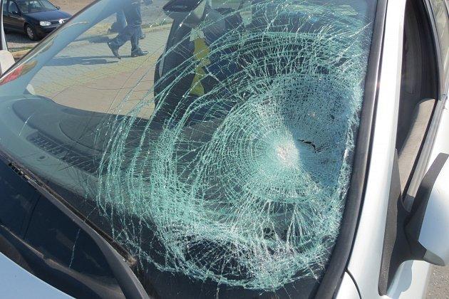 Vozidlo poškozené střetem schodkyní vBohumíně.