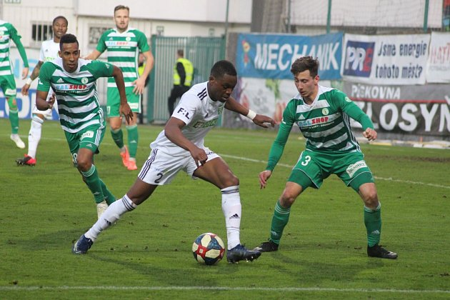 Ligové utkání Bohemians (vpruhovaném) - Karviná gólové hody nenabídlo, respektive žádný gól.