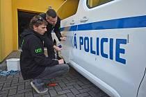 Bohumínští strážníci mají nově k dispozici devítimístné auto.