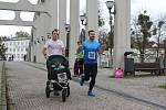 Závod amatérských běžců Od mostu k mostu.