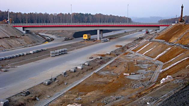 Snímek rozestavěné dálnice na polské straně na konci roku 2011.