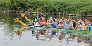 Adrenalin, vodní boj, výkony na plno, ale také výborná zábava, relax, humor a nadsázka. To vše přináší atmosféra závodů dračích lodí v Bohumíně.