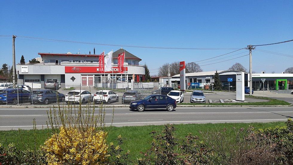 Orlová-Poruba. Autosalony ve Slezské ulici.