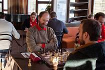 První liga šachových družstev se rozjela. Hráči Těšína na úvod vyhráli.