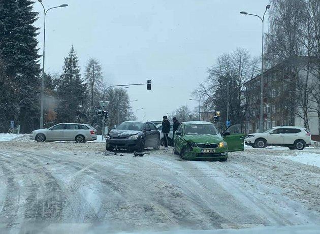 Nehoda vHavířově před Kauflandem.
