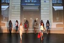 Sobotní přehlídka v bohumínském kině K3 nabídla ženskou módu, tanec i hudební vystoupení.