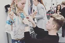 Neustále v jednom kole je přední český stylista a šéf modelingové agentury Luděk Šmehlík, který se narodil v Ostravě, kde dodnes žije a sídlí tu i jeho agentura.