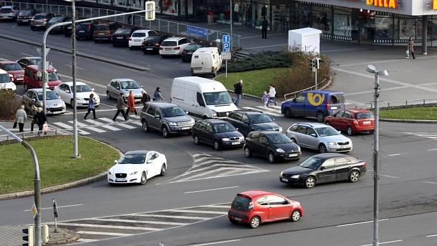 Křižovatka v centru Havířova v době výpadku světelné signalizace.