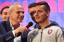 """Danile Holzer (vpravo) s trenérem české """"21"""" Vítězslavem Lavičkou."""