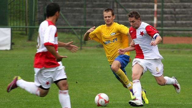 Orlovští fotbalisté přehráli béčko Zlína, jeden z gólů dal Michal Kovář (vpravo).