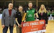 Po tříleté pauze získali karvinští házenkáři (v zeleném) Český pohár.