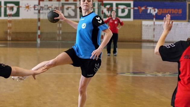 Karvinské házenkářky (na snímku Kristýna Polehlová) zakončily sezonu porážkou.