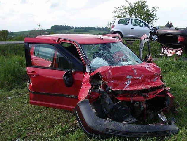 Jedna mrtvá žena a dva zranění – to je výsledek úterní podvečerní nehody v Horním Žukově.