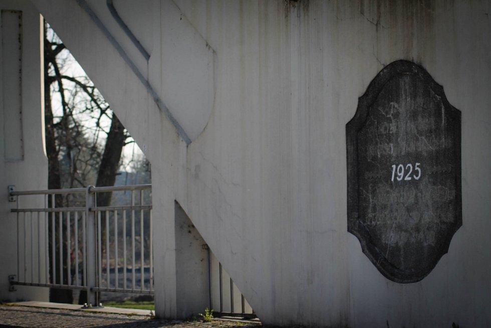 Hádanka č. 8: Letopočet na Mostě Sokolovských hrdinů v Darkově.