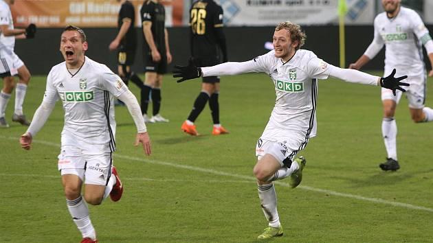 Fotbalisté Karviné prohrávali ještě v 87. minutě ligového duelu s Jabloncem 0:2. Nakonec brali bod po remíze 2:2. Hrdinou Slezanů byl dvougólový Roman Haša (vlevo).