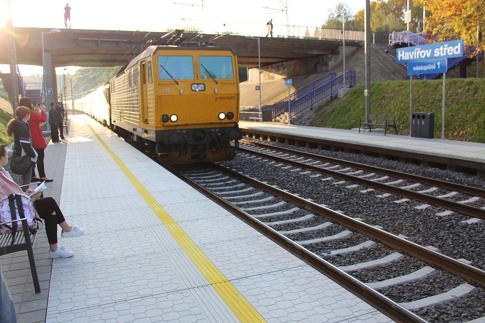 Železniční zastávka Havířov střed.