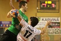 Házenkáři Baníku (v zeleném) porazili v klíčovém utkání Jičín.