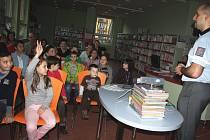 Jak se nestát obětí nebezpečných lidí, na které můžeme narazit na internetových sítích, bylo hlavním tématem policejní přednášky pro děti i dospělé v karvinské knihovně.