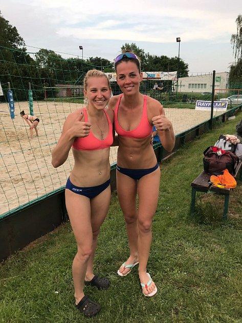 Eva Klimešová (vlevo) a Diana Žolnerčíková braly vOpavě druhé místo.