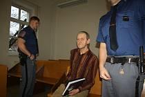 Rostislav Šafrata, obžalovaný z několika mravnostních trestných činů, stanul před karvinským okresním soudem.