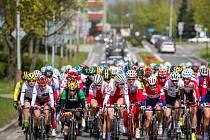 Cyklistky během čtvrté etapy.