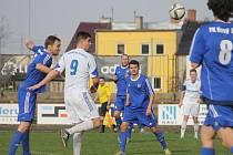 Fotbalisté Petrovic (v bílém) prohráli v Novém Jičíně 2:5.