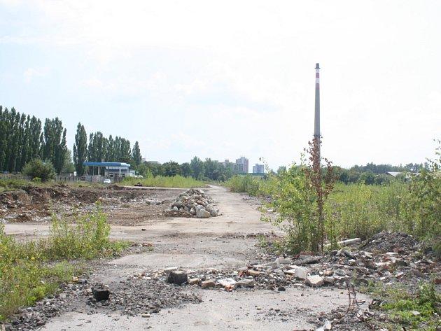Na místě bývalého okresního stavebního podniku v Karviné má vyrůst další hypermarket. Je to již třetí pokus o zastavění této plochy, která leží ladem již několik let