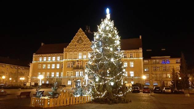 Českotěšínská radnice v zimě. Ilustrační foto.
