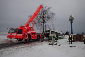 Vyprošťování autobusu v Českém Těšíně.