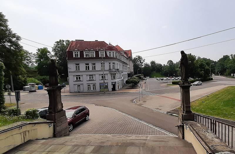 Orlová-Město. Pohled na náměstí od kostela.