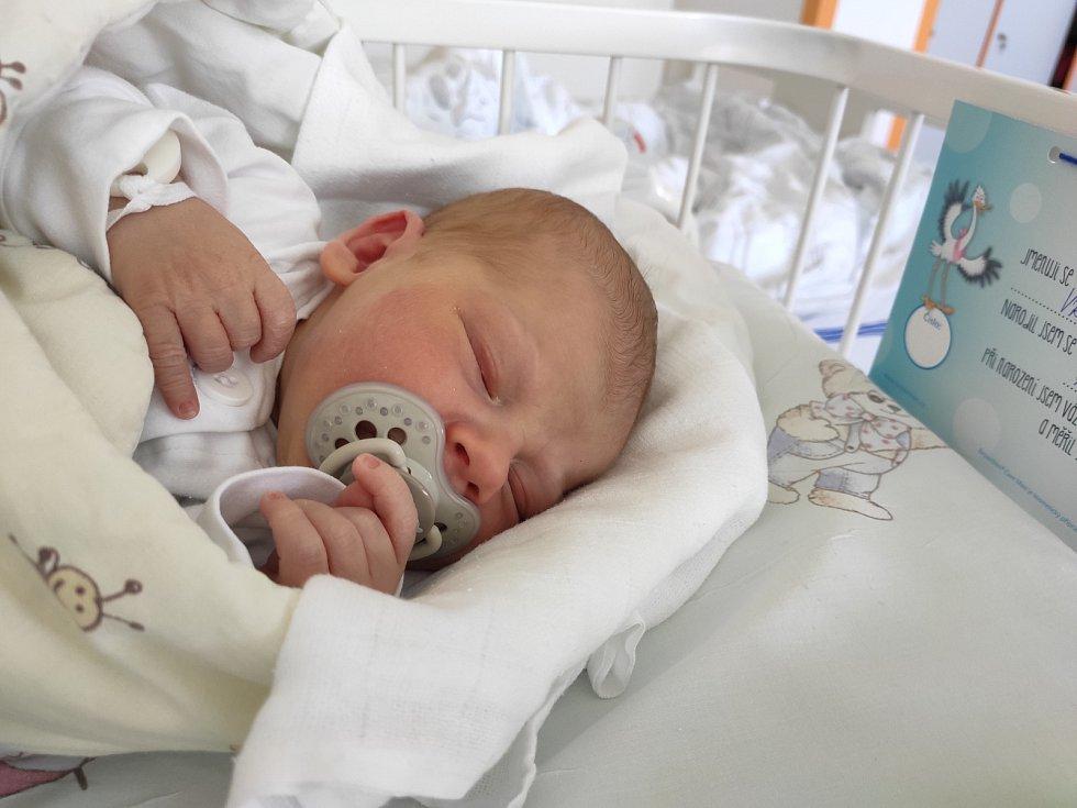 Tobiáš Vrána se narodil 7. května mamince Kamile Vránové. Po narození chlapec vážil 3050 g a měřil 50 cm.