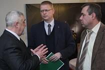 Na Dole Lazy v Orlové se ve čtvrtek sešel místopředseda vlády Pavel Bělobrádek se zástupci hornických odborů OKD a předsedou odborového svazu pracovníku hornictví, geologie a naftového průmyslu Janem Sábelem. Tématem byly hornické důchody.