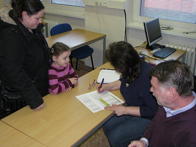 Schůzka vedení havířovské radnice s rodiči k situaci po krachu školky.