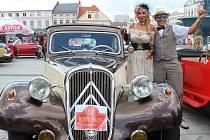 Beskyd Rallye Turzovka zavítala v pátek také do historického jádra Karviné, kde auta a motorky zaplnily celé náměstí i okolí přilehlého zámku.
