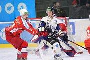 Hokejisté Havířova (v bílém) s Porubou prohráli 1:2.