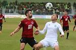 Karvinští fotbalisté (v bílém) uhráli se Spartou remízu 1:1.